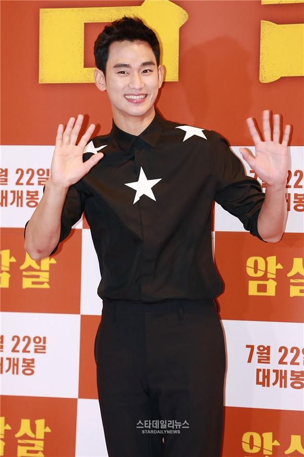 Theo sau Yoo Seung Ho, Kim Soo Hyun giành về thứ hạng nhì với số phiếu bầu 23,7%. Không chỉ hình tượng ngoài đời mà các hầu hết các vai diễn của Kim Soo Hyun đều có tính cách hiền lành, dễ mến và hoàn toàn chiếm trọn trái tim khán giả.
