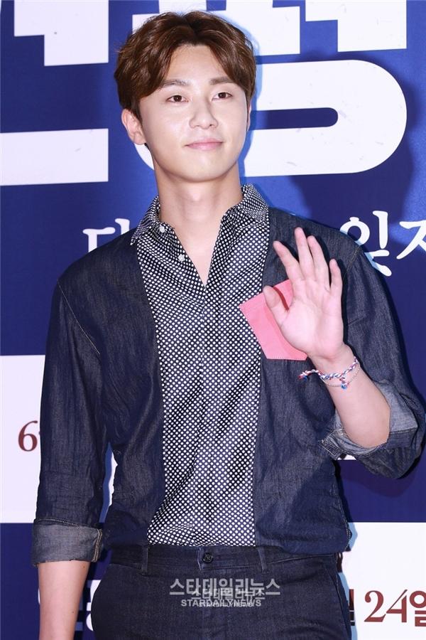 """Vị trí thứ tư với số phiếu bầu 8,9% đã chứng tỏ tình cảm của khán giả dành cho """"phó tổng giám đốc"""" trong She Was Pretty, Park Seo Joon. Hầu hết các bậc cha mẹ đều đồng ý cho rằng họ đã """"đổ"""" trước nụ cười tít mắt đáng yêu và hiền lành của nam diễn viên."""