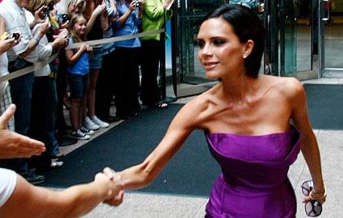 Không giảm cân để đóng phim, nhưng Victoria Beckham cũng thường gây hốt hoảng với thân hình gầy trơ xương của cô