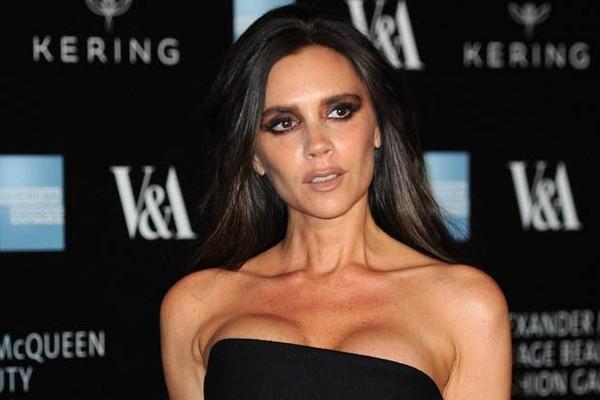 Victoria từng chia sẻ rằng việc cô có dáng người thế này không phải do chứng biếng ăn mà là do chế độ ăn kiêng khắc nghiệt. Bản thân cô từng bị chỉ trích vì để người mẫu quá gầy trình diễn trong show thời trang của mình