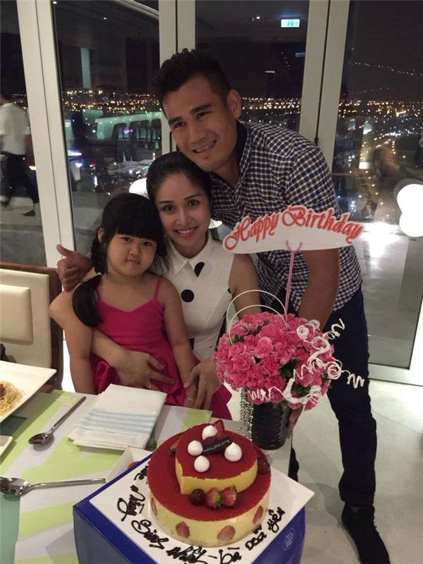 Hai bố con Phan Thanh Bình tổ chứcbữa tiệc sinh nhật nhỏ ấm cúng dành cho Thảo Trang.