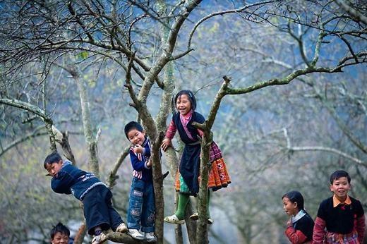 Khung cảnh đón Tết vui vẻcủa các em bé Mộc Châu. (Ảnh: Borepanda)