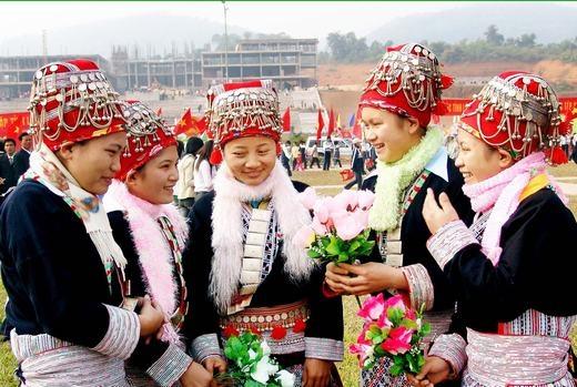Các thiếu nữ với nụ cười trong trẻo, rực rỡ những ngày đầu xuân. (Ảnh: Internet)