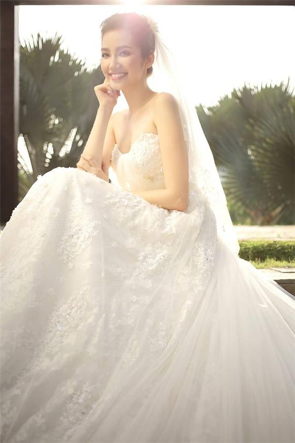 Những mẫu váy cưới trắng tinh khiến phái đẹp mê mẩn