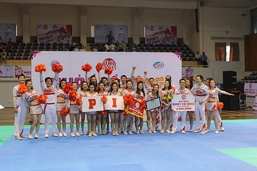 ĐH Ngoại Thương Hà Nội với thành tích mới nhất – giải nhất Nhảy cổ động UniGames 2015 khu vực Hà Nội.