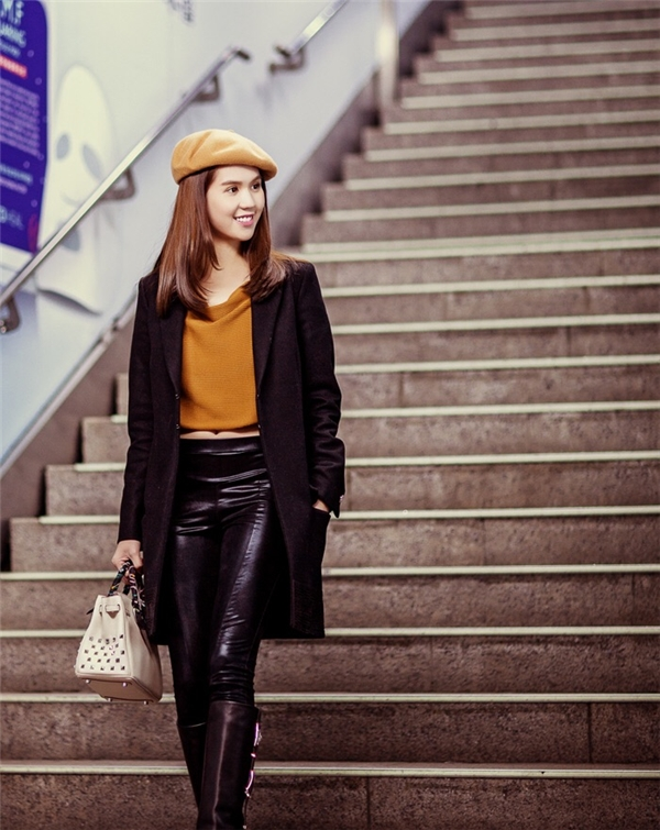 Ngẩn ngơ street style ngày lạnh đa sắc màu của Ngọc Trinh