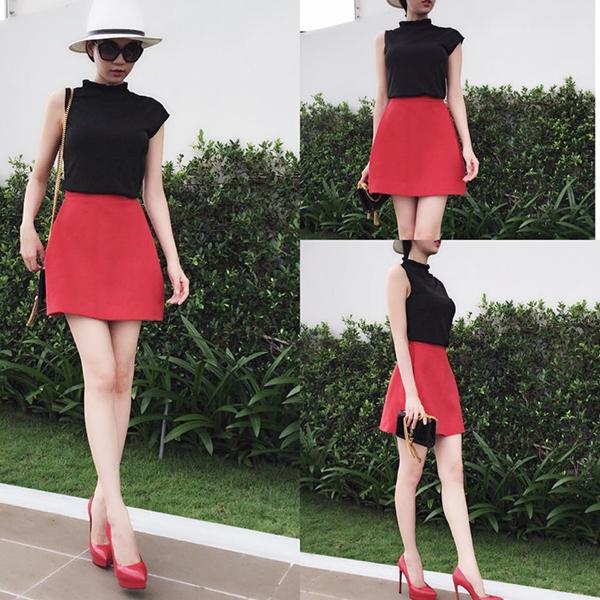 Trong khi đó, với khí hậu có phần ôn hòa hơn tại Việt Nam, nữ người mẫu lại ưa chuộng trang phục khỏe khoắn, năng động. Kính râm hay mũ fedora liên tục xuất hiện tạo nên vẻ ngoài bắt mắt cho chân dài đình đám.