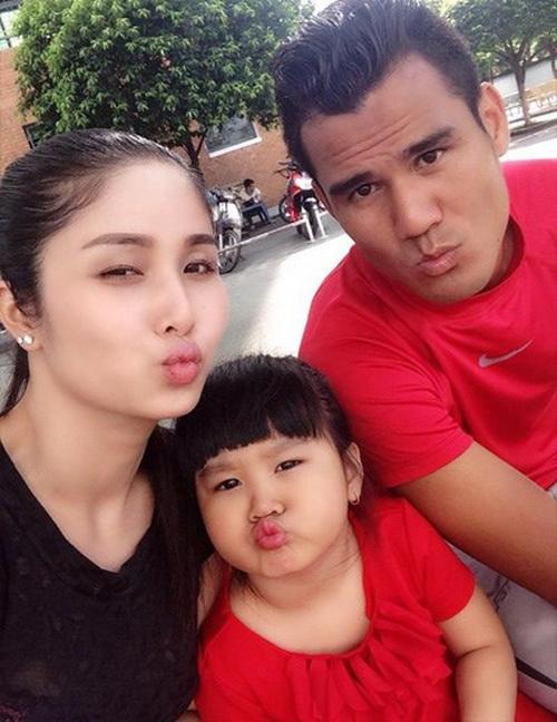 Vợ chồng Phan Thanh Bình - Thảo Trang và con gái 5 tuổi.