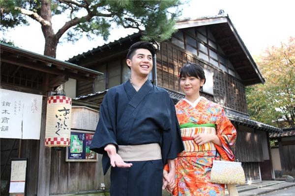 Noo Phước Thịnh được bạn gái tận tình giúp đỡ mặc Kimono - Tin sao Viet - Tin tuc sao Viet - Scandal sao Viet - Tin tuc cua Sao - Tin cua Sao