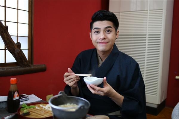 Noo Phước Thịnh thích thú thưởng thức ẩm thực Nhật Bản. - Tin sao Viet - Tin tuc sao Viet - Scandal sao Viet - Tin tuc cua Sao - Tin cua Sao