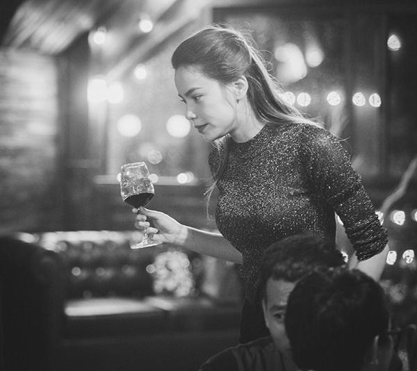 Trái với vẻ lộng lẫy thường thấy trên sân khấu, Hồ Ngọc Hà lại rất giản dị trong tiệc sinh nhật của mình. - Tin sao Viet - Tin tuc sao Viet - Scandal sao Viet - Tin tuc cua Sao - Tin cua Sao