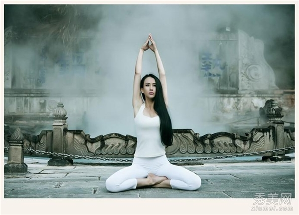Ngây ngất trước vẻ quyến rũ của những nữ huấn luyện viên yoga