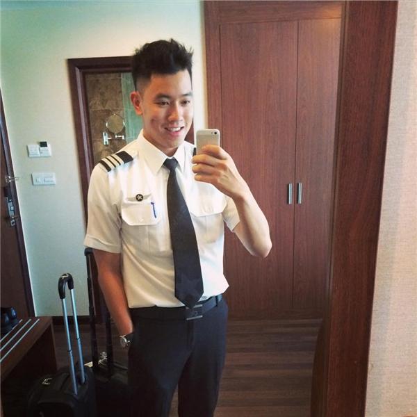 Chàng cơ trưởng điển trai trẻ nhất Việt Nam.(Ảnh: Internet)