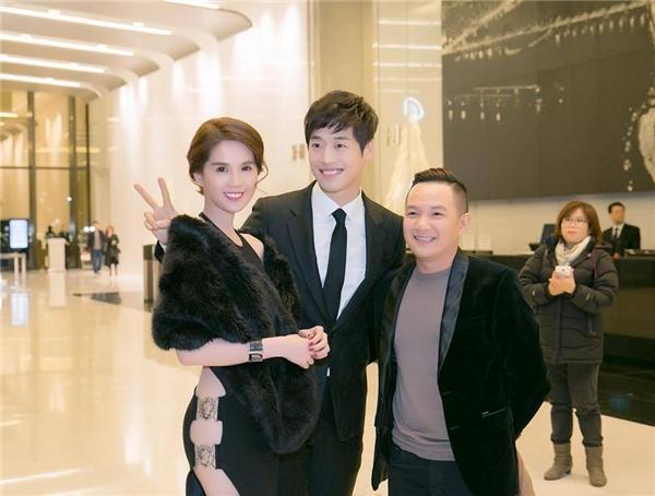 Ngọc Trinh và MC Anh Khoa chụp hình lưu niệm cùng Kim Jae Won. - Tin sao Viet - Tin tuc sao Viet - Scandal sao Viet - Tin tuc cua Sao - Tin cua Sao