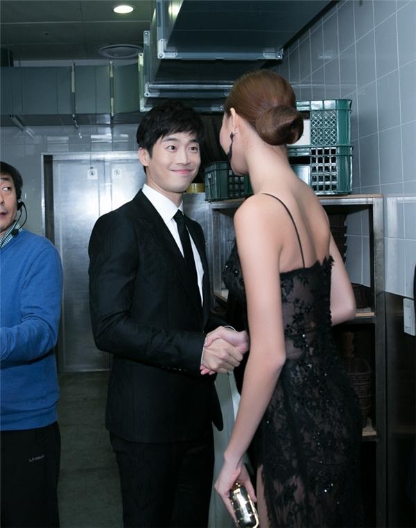Kỳ Hân gặp gỡKim Jae Won trong hậu trường. - Tin sao Viet - Tin tuc sao Viet - Scandal sao Viet - Tin tuc cua Sao - Tin cua Sao