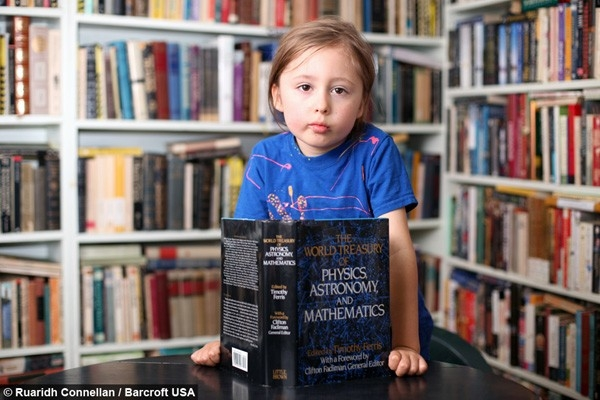 Ramses còn có khả năngđọc suy nghĩ của người kháckhi đoán đúng các số được viết ra mà không hề nhìn thấy.(Ảnh Internet)