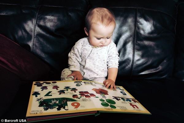 Ramses bắt đầu đọc khi mới 12 tháng, thậm chí có thể nói vài từ tiếng Anh, tiếng Tây Ban Nha, Hy Lạp và một ít tiếng Nhật. (Ảnh Internet)
