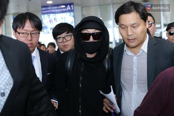 HaHa bịt kín mít tại sân bay