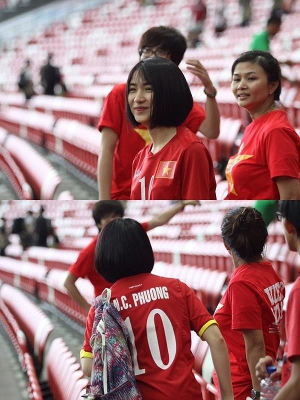 """Hòa Minzymặc áo số 10 có tên """"bạn trai tin đồn"""" và sang nước ngoài xem anh thi đấu.(Ảnh: Internet)"""