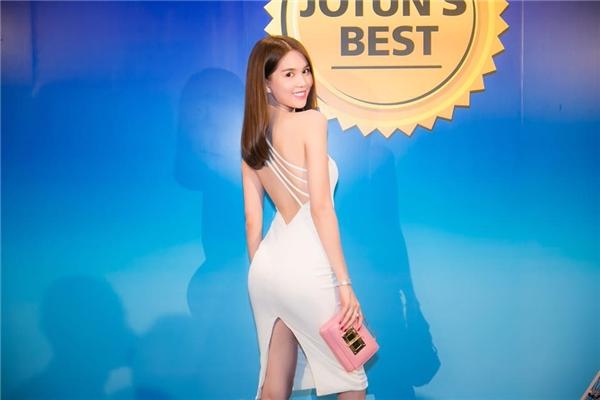 Những dáng váy cocktail với đường xẻ ở ngực, chân váy luôn nằm trong danh sách yêu thích của Ngọc Trinh.
