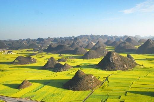 Những ngọn đồi nhỏ giữa cánh đồng. (Ảnh: Internet)