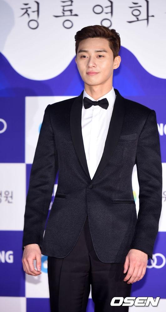 Được yêu thích từ sau vai diễn phó tổng biên tậptrong She Was Pretty thời gian qua, sự xuất hiện của Park Seo Joon thu hút sự chú ý của không ít khán giả. Đây cũng chính là lí do anh chiến thắng ở hạng mục Nghệ sĩđược yêu thích nhấttại lễ trao giải.