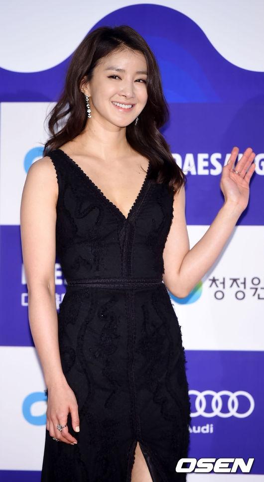 """Sau thời gian """"mất tích"""" trên màn ảnh Hàn, trông nhan sắc Lee Si Young có phần già dặn hơn rất nhiều."""