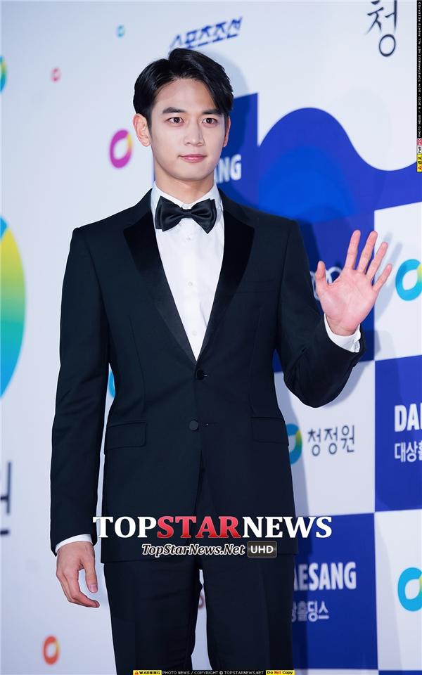 Choi Minho (SHINee) vẫn điển trai, phong độ như mọi khi đến tham gia lễ trao giải.
