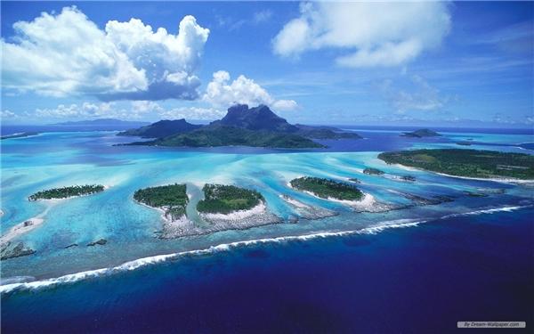 Quần đảo Galapagoslà địa danh đầu tiên đượcUNESCO đưa vào danh sáchdi sản thế giới, nó nằm trong vùng phía nam củaThái Bình Dương, cách bờ biểnEcuador1.000km về phía tây.(Ảnh: Internet)