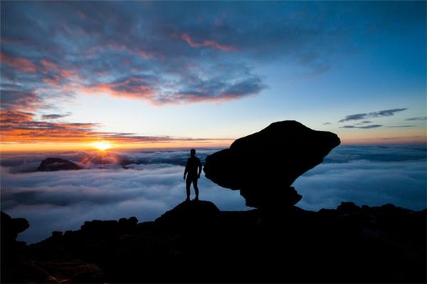 Tuy vậy, bạn chắc chắn là một phượt thủ cực kì may mắn khi được ngắm bình minh từ đỉnh Roraima.(Ảnh: Viral Nova)