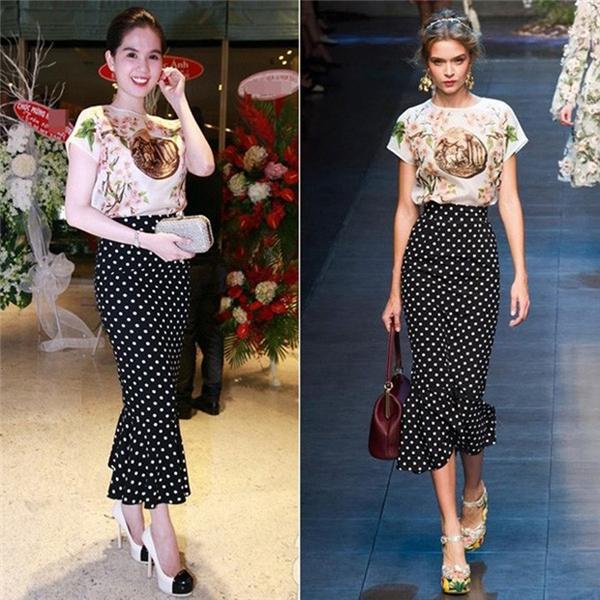 Phần chân váy chấm bi được Ngọc Trinh đặt may lại giống bản gốc một thiết kế của Dolce and Gabbana. Ddù là hàng nhái nhưng dường như sản phẩm lại không hề kém cạnh thiết kế gốc. Thậm chí, Ngọc Trinh còn có vẻ nổi bật hơn nhờ vòng 2 và vòng 3 ấn tượng.