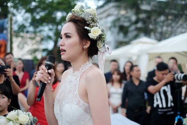 Diễm Hương bật khóc nức nở khi chia sẻ về cuộc hôn nhân đầy sóng gió. Cô cũng cảm ơn ông xã Quang Huy đã đến và che chở cuộc đờicô. - Tin sao Viet - Tin tuc sao Viet - Scandal sao Viet - Tin tuc cua Sao - Tin cua Sao