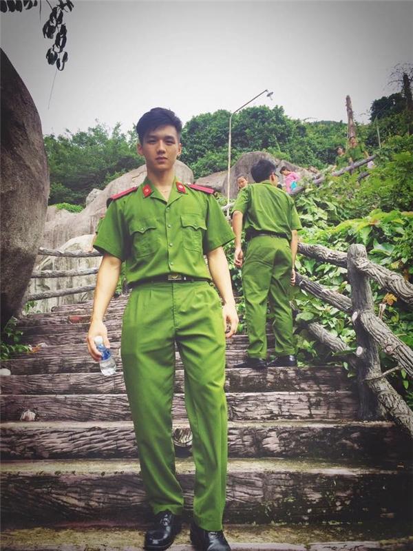 Chấm điểm những soái ca ngôn tình mặc quân phục gây bão cộng đồng mạng