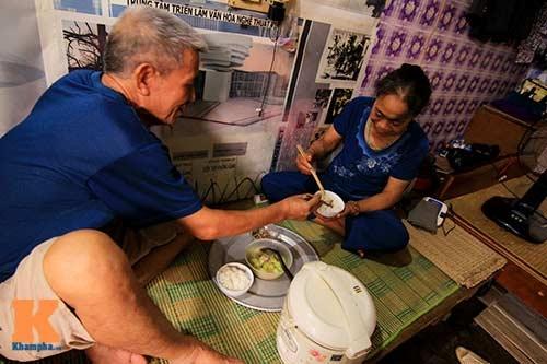 Căn nhà 8m2 là mái ấm thứ hai của vợ chồng từ khi ra Hà Nội chữa bệnh. (Ảnh Internet)