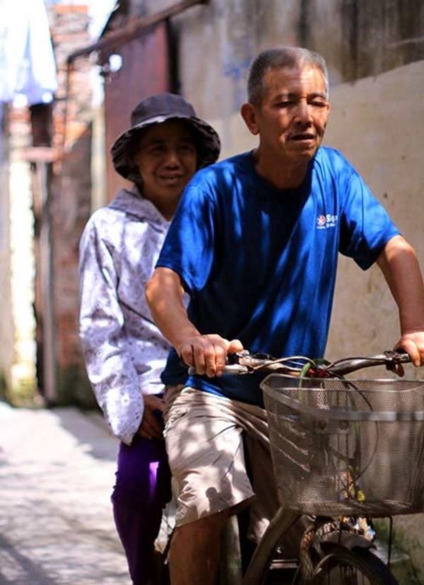 Chiếc xe đạp đã gắn bó với vợ chồng ông bà hơn 5 năm nay. (Ảnh Internet)