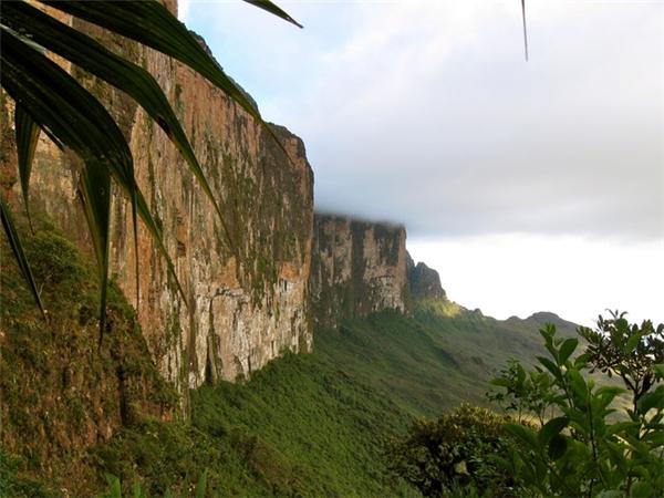 Núi Roraima bắt đầu nổi tiếng từ năm 1912 khi Conan Doyle viết truyện viễn tưởng The Lost World.(Ảnh: Viral Nova)