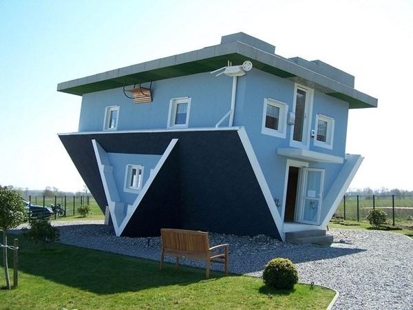 """Ngôi nhà """"Thế giới ngược"""" nổi tiếng tại Usedom, Đức."""