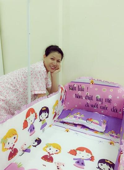 Được biết, Trang Trần đã sinh con tại một bệnh viện ở TPHồ Chí Minh vào ngày 27/11 vừa qua. - Tin sao Viet - Tin tuc sao Viet - Scandal sao Viet - Tin tuc cua Sao - Tin cua Sao