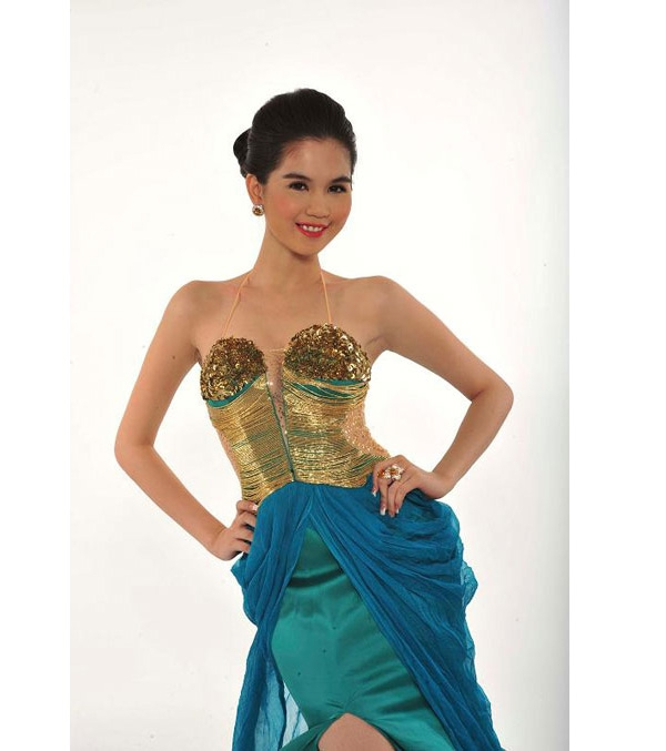 Phong cách này vẫn được lưu giữ và được người đẹp khá yêu thích cho đến năm 2011 - thời điểm cô dự thi Hoa hậu Việt Nam toàn cầu và giành được vương miện cho ngôi vị cao quý nhất.