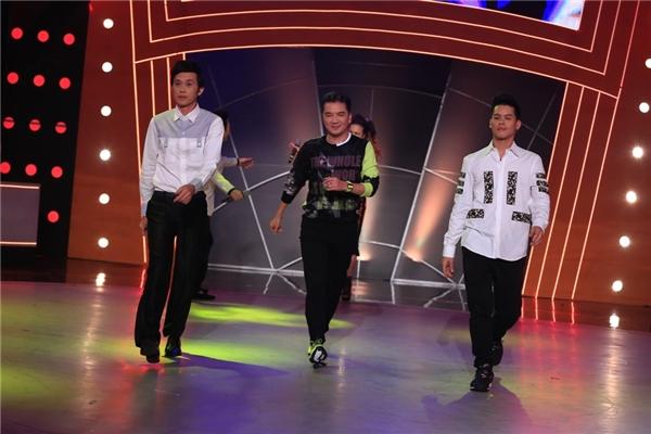 Màn catwalk đầy ngẫu hứng của bộ ba giám khảo. - Tin sao Viet - Tin tuc sao Viet - Scandal sao Viet - Tin tuc cua Sao - Tin cua Sao