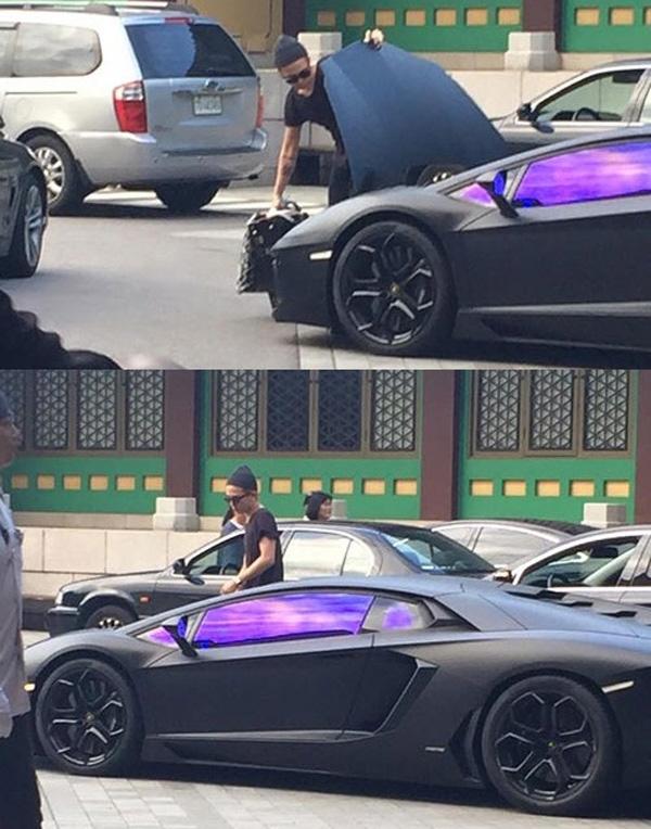 """Đúng với cá tính quái quái, độc đáo, phương tiện đi lại của G-Dragon cũng là niềm mơ ước của không ít người. Siêu xeLamborghini Aventador màu đen trị giá """"khủng"""" 489.000 USD (tương đương 11 tỉ đồng) luôn thu hút mọi sự chú ý nhờ vẻ ngoài hào nhoáng của nó."""