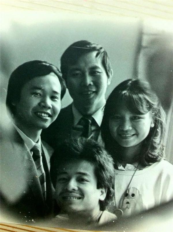 Là con trai cả trong một gia đình có bốn người con,từ khi còn nhỏ, Thanh Bạchđã bộc lộ niềm yêu thích và năng khiếu đối với các hoạt động văn nghệ, nhất là lĩnh vực dẫn chương trình. - Tin sao Viet - Tin tuc sao Viet - Scandal sao Viet - Tin tuc cua Sao - Tin cua Sao