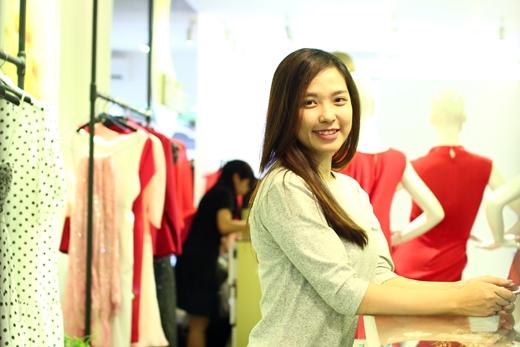 Kiều Nữ - cô bạn sinh viên năm cuối Học viện Hàng không Việt Nam, tham gia chương trình với mong muốn có được diện mạo xinh đẹp, giúp cô tự tin bước vào cuộc hèn hò lãng mạn của Một Ngày Mới.