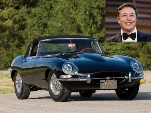 Tuy là ông chủ của hãng xe điện Tesla nhưng Elon Musk lại thừa nhận rằng ông sở hữu một chiếc67 Series 1 E-Type Jaguar.