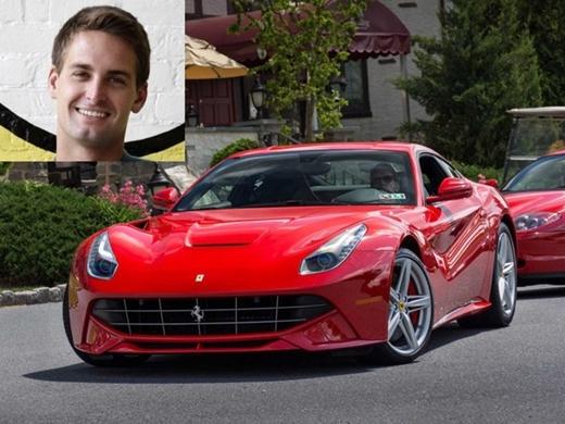 Sáng lập kiêm CEO Snapchat, Evan Spiegel, sở hữu rất nhiều mẫu xe hơi sang trọng. Ngay sau đợt gây quỹ Series B cho Snapchat, Spiegel đã sắm một chiếc Ferrari. Những chiếc xe mang thương hiệu Ferrari thường có giá từ 188.000 tới trên 400.000 USD.