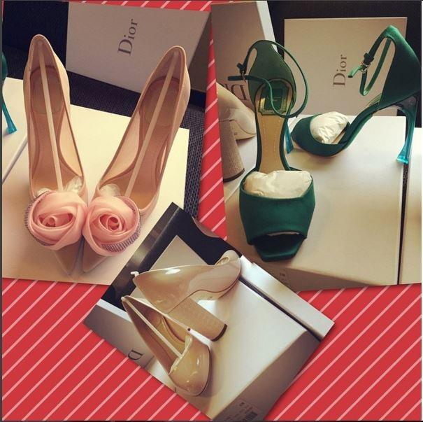 """3 thiết kế của Dior đã """"ngốn"""" hơn 100 triệu của Ngọc Trinh. Trong đó, cô vô cùng yêu thích đôi giàycó tông màu xanh ngọc trẻ trung, sang trọng."""