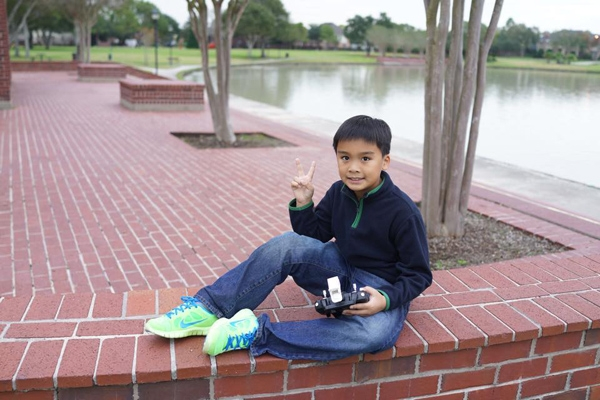 Kiến Văn năm nay đã được 9 tuổi và là một cậu bévô cùng thông minh, lanh lợi. - Tin sao Viet - Tin tuc sao Viet - Scandal sao Viet - Tin tuc cua Sao - Tin cua Sao