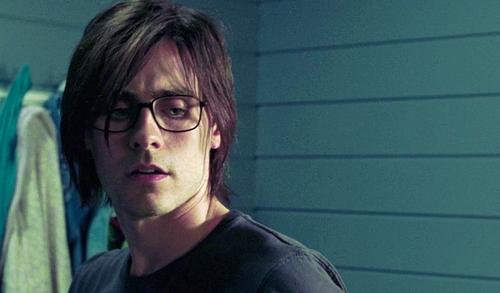 Nếu không có những hình ảnh thời trẻ của nhân vật xen kẽ trong phim, khán giả khó lòng nhận ra đây là Jared Leto.