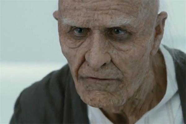 Tham gia vàoMr. Nobody, Jared gây bất ngờ với khán giả trong tạo hìnhcụ già da nhăn nheo, khó tính.