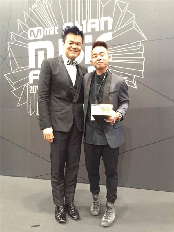Phúc Bồ chụp hình cùngPark Jin Young - ông chủ của JYP, một trong ba công ty giải trí hàng đầu của Hàn Quốc. - Tin sao Viet - Tin tuc sao Viet - Scandal sao Viet - Tin tuc cua Sao - Tin cua Sao